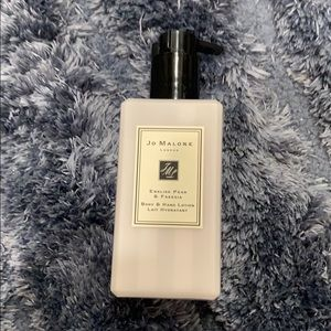 Jo Malone English pear and freesia body lotion
